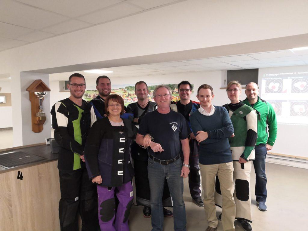 Den dritten Sieg in Folge konnte sich die erste Mannschaft von Almenrausch Willprechtszell in der Bezirksoberliga NW sichern. Damit bleiben sie weiterhin an der Tabellenspitze.
